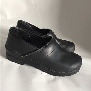 Black leather great condition clogs!